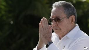 Raúl Castro substituiu o irmão Fidel e defende o limite de tempo para as lideranças cubanas (Foto: AP/BBC)