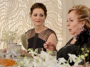Sônia se solidariza com Máslova na decepção (Foto: Cheias de Charme / TV Globo)