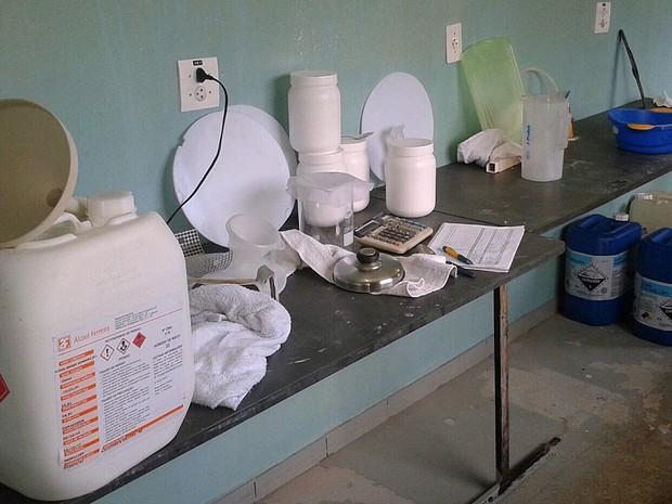 Laboratório em Conchal onde era produzida a suposta fosfoetanolamina (Foto: Polícia Civil/Divulgação)