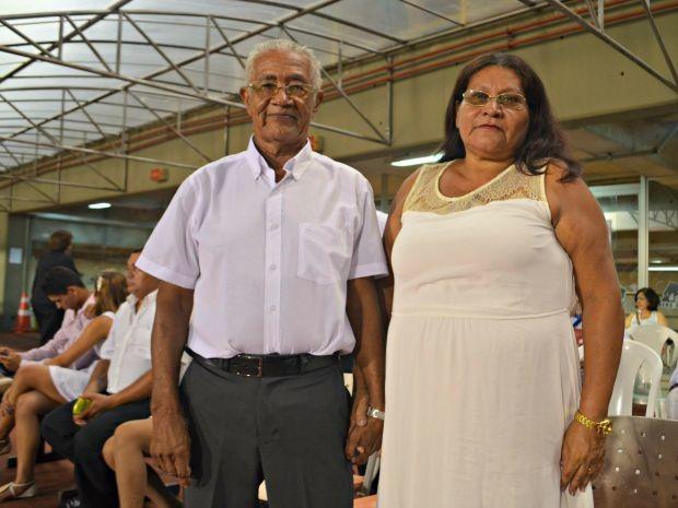 Maria José de Oliveira, de 55 anos, e Vicente Lopes da Silva, de 82 anos, formavam o casal mais idoso (Foto: Caio Fulgêncio/G1)