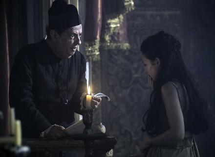 Joaquina descobre o que Rubião pretende fazer com Ascensão