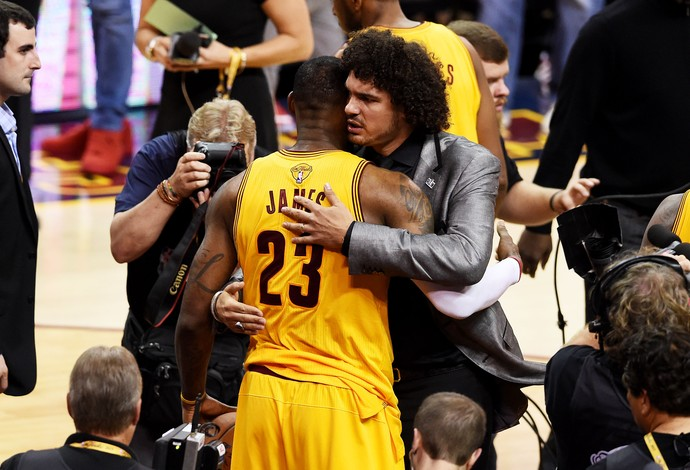 Anderson Varejão e Lebron James jogo 3 finais nba cleveland cavaliers (Foto: Getty Images)