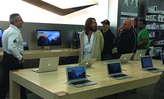 'Jesus' foi preso nos EUA após se recusar a deixar loja da Apple (Foto: Reprodução/Instagram/Jenamillerrunner)