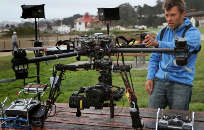 Isso é um drone seriamente profissional para a captura de imagens. Esse equipamento foi usado pela Motorola numa ação de lançamento do Moto X (Foto: Divulgação/Motorola)