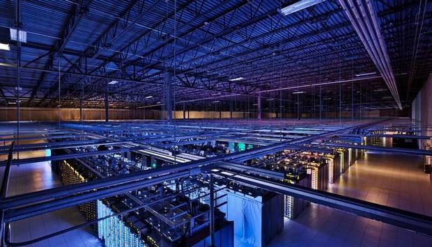 Data center do Google na Finlândia, onde milhões de dados de usuários de diversos locais do mundo são armazenados. (Foto: O Globo)