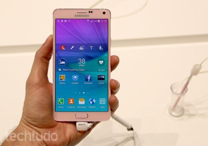 Galaxy Note 4 tem uma tela com resolução QHD, Android KitKat e caneta S Pen (Foto: Fabricio Vitorino/TechTudo)