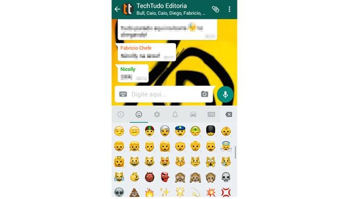 Acesse o teclado emoji do seu WhatsApp (Foto: Reprodução/Carol Danelli)