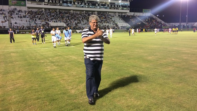 Geninho técnico do ABC (Foto: Augusto Gomes/GloboEsporte.com)