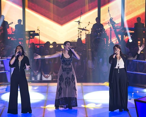 Carla Casarim, Lívia Itaborahy e Nanda Garcia sobem ao palco cantando Ponteio, sucesso de Edu Lobo  (Foto: Isabella Pinheiro/Gshow)