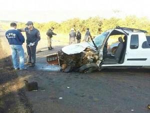 Cinco pessoas morreram em acidente em Pimenta (Foto: Polícia Militar Rodoviária/Divulgação)