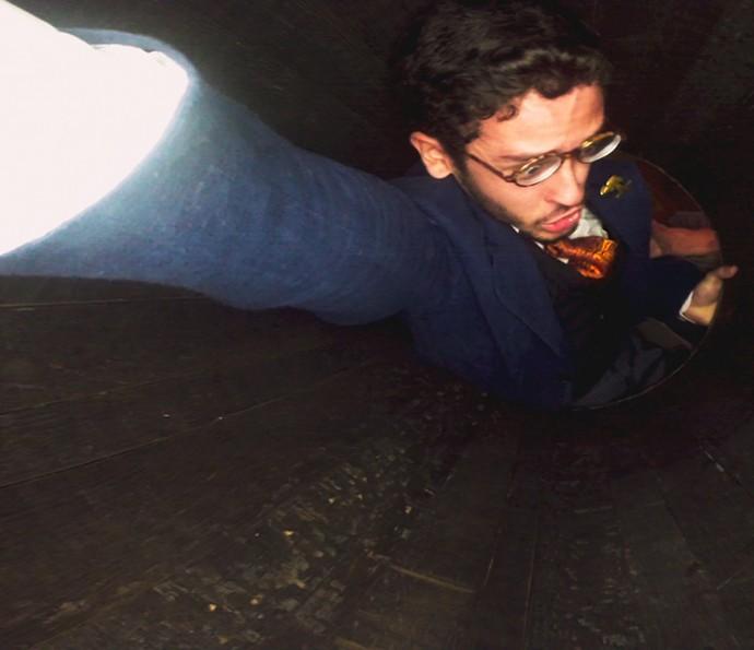 Capangas de Ernesto prendem Jack em um barril (Foto: TV Globo)