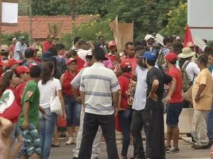 Cerca de 200 pessoas participam do ato, segundo a concessionária  (Foto: Bob Rodrigues/ TV TEM)