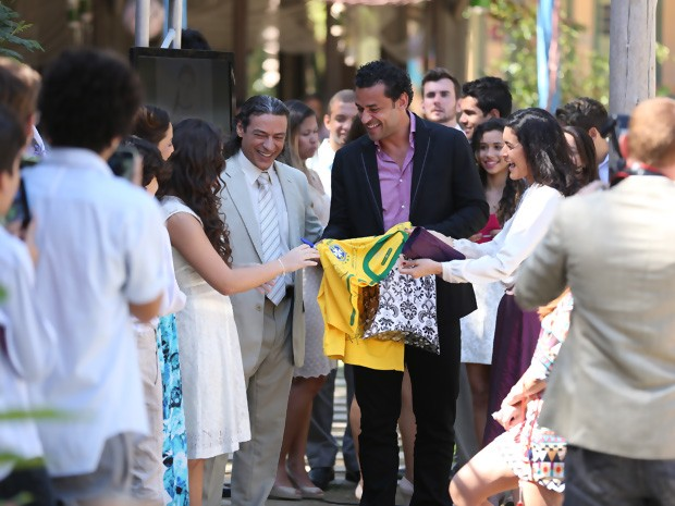 Cristal e Fred surpreendem Marizé (Foto: Vila dos Ventos / TV Globo)