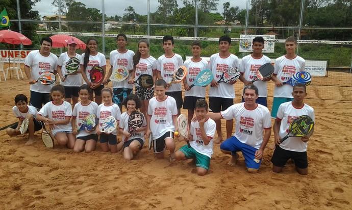 Participantes 1º Torneio Escolar de beach tennis (Foto: Divulgação/LBTCGMS)
