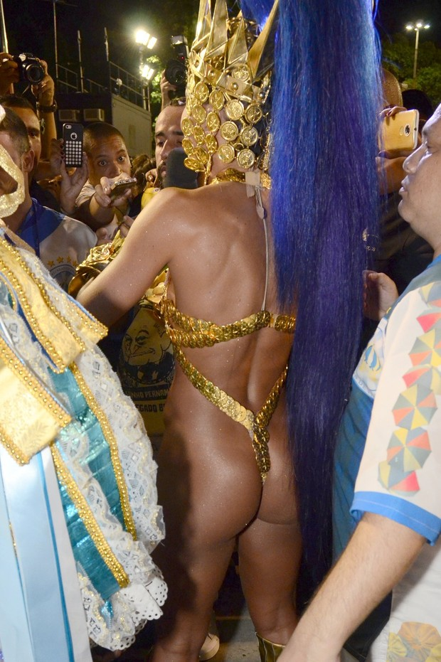 e876019ad EGO - Sabrina Sato usa fantasia superousada em desfile da Vila ...