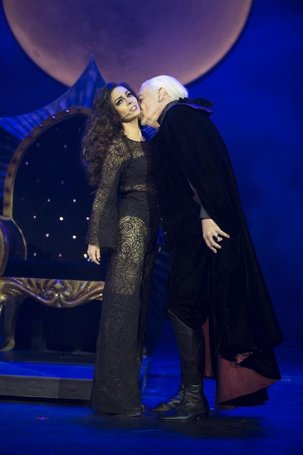 Em Vamp, o musical, Natasha vende a alma para o Conde Vlad  (Foto: Divulgação )