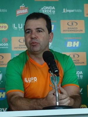 Enderson Moreira planeja trabalho a longo prazo (Foto: Laura Bernardes)