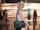 Antônia Fontenelle usa bolsa de R$ 13 mil no Fashion Rio