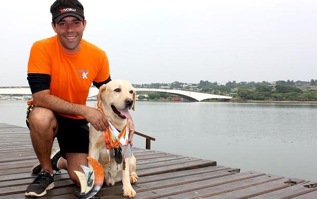 Malbec o cão maratonista Eu Atleta corrida (Foto: Fabrício Marques / Globoesporte.com)