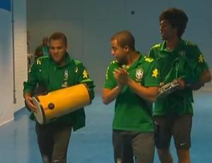 Daniel Alves, Lucas e Dante (Foto: Reprodução/SporTV)
