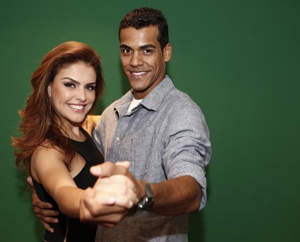 Marcello e Paloma fazem pose de dança (Foto: Inácio Moraes / Gshow)