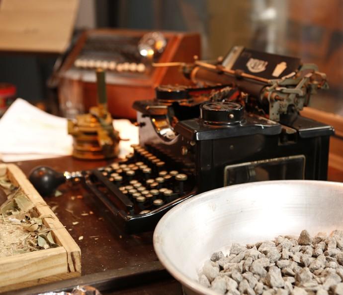 Elementos usados para produzir efeitos sonoros (Foto: Ellen Soares/Gshow)