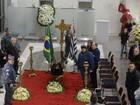 Amigos e familiares vão a velório de Goulart de Andrade em São Paulo