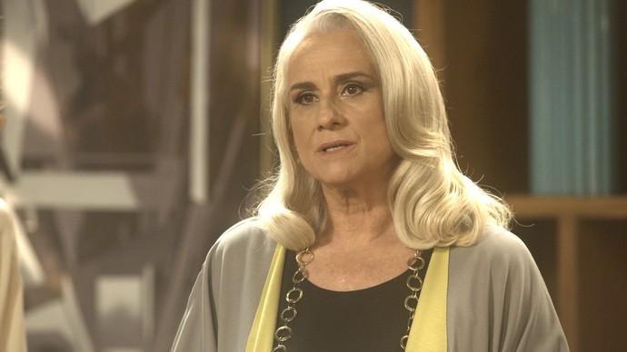 Mág até tenta defender a secretária, mas não consegue (Foto: TV Globo)