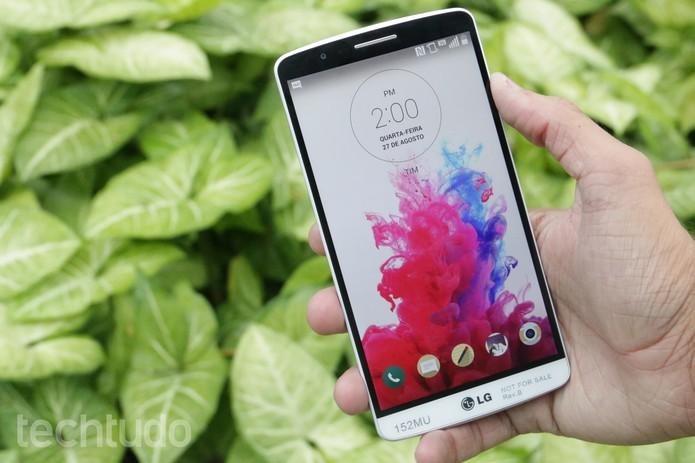 O LG G3 tem um tela de 5,5 polegadas. O tamanho caberia tranquilamente em um flobet. (Foto: Lucas Mendes/TechTudo)