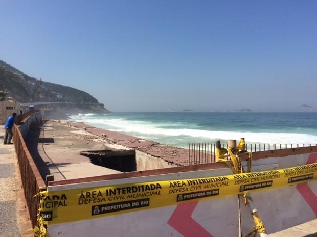 Rampa da Praia de São Conrado foi interditada (Foto: Matheus Rodrigues / G1)
