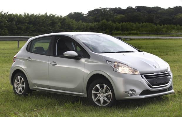 Peugeot 208 Active Pack chega por R$ 42.990 (Foto: Divulgação)