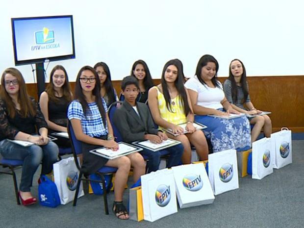 Vencedores do EPTV na Escola são homenageados em cerimônia de premiação em Campinas (Foto: Reprodução / EPTV)