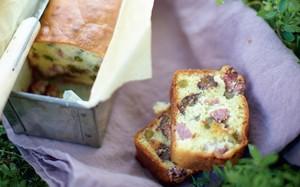 'A Pequena Cozinha em Paris - bolo salgado de queijo e ameixa'