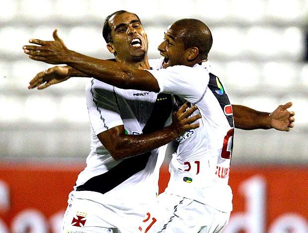 Fellipe Bastos comemora gol do Vasco contra o Alianza (Foto: AP)