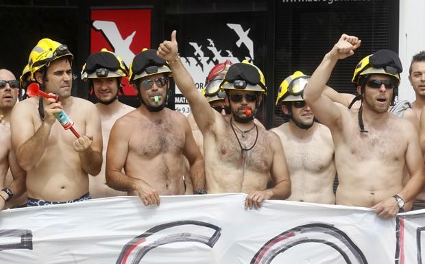 Manifestação ocorreu próximo ao aeroporto de Sabadell, na Espanha (Foto: Albert Gea/Reuters)