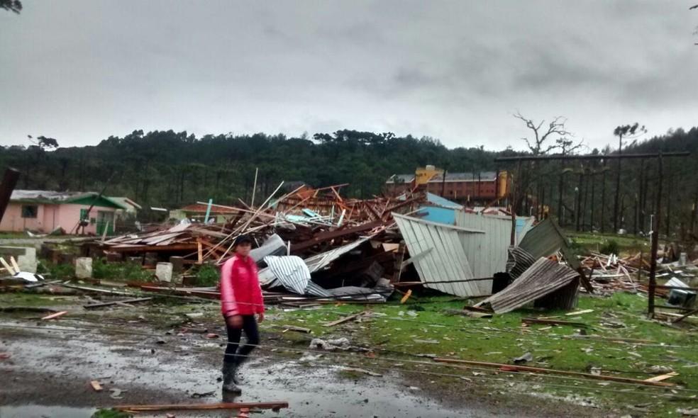 Vento causa destruição em Vila Oliva, em Caxias do Sul   (Foto: Ricardo Daneluz/Arquivo pessoal)