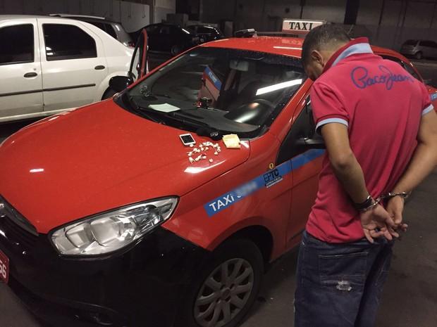 Taxista foi preso com cocaína no Centro de Porto Alegre  (Foto: Polícia Civil/Divulgação)