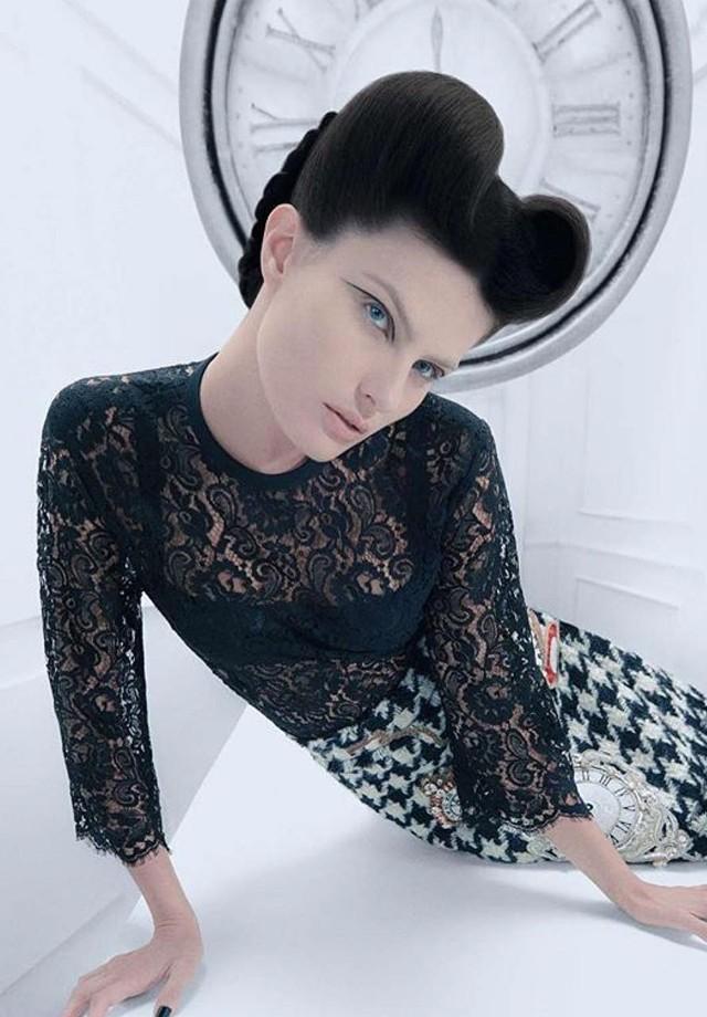 Isabeli Fontana na Vogue de dezembro (Foto: Zee Nunes)