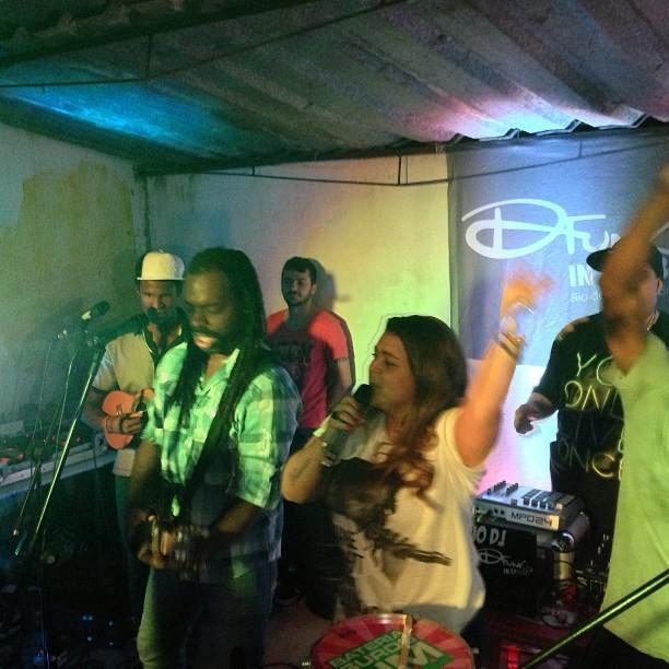 Preta Gil canta na festa de Fernanda Paes Leme (Foto: Reprodução/Instagram)