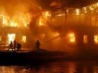 Restaurante flutuante é destruído por incêndio na Ucrânia