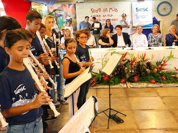 Evento teve a apresentação da banda infantil do SESC (Foto: Ivanízio Ramos/Assecom Governo do RN)