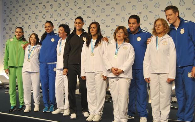 Fabiana Murer, Jaqueline, Paula Pequeno, Felipe França e Murilo participaram de evento em homenagem às mães, em SP (Foto: João Gabriel Rodrigues)