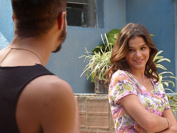 Bruna encara Caio Castro durante o ensaio de cena de I Love Paraisópolis (Foto: Ariane Ducati/Gshow)