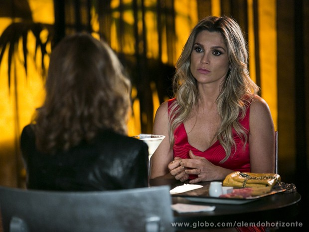 Heloísa acaba se lembrando de LC e estraga a noite (Foto: Felipe Monteiro/TV Globo)