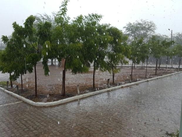 Chuva chegou ao município de Nossa Senhora da Glória (SE) (Foto: Luciano Melo)