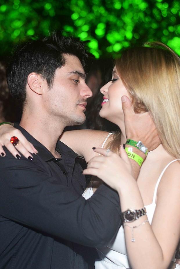 Guilherme Leicam e namorada (Foto: Ari Kaye / Divulgação)