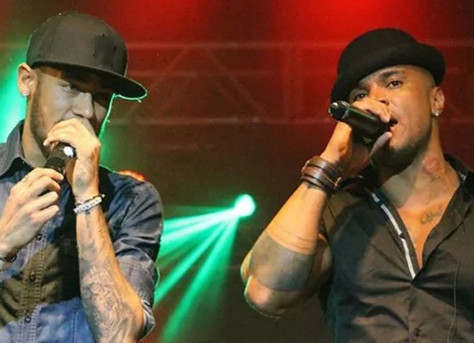 O músico dividindo o palco com Neymar (Foto: Thiago Freitas)