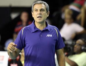 José Roberto Guimarães, técnico do time feminino do Campinas (Foto: Felipe Christ / Amil)