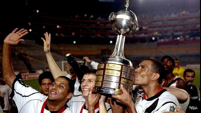 nelson pedrinho donizete vasco final taça libertadores 1998 (Foto: Agência Getty Images)