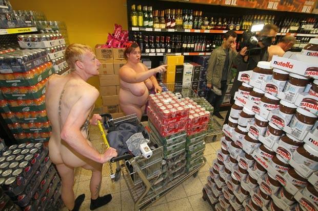 Promoção foi realizada por supermercado em Süderlügum. (Foto: Sebastian Iwersen/AFP)